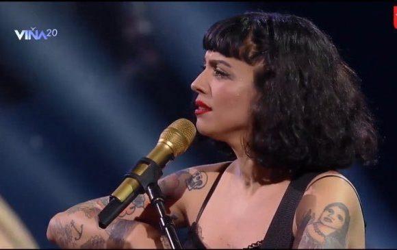 [Crónica Digital] Chile ovaciona de pie a Mon Laferte: nuestra Piaf de la Gómez Carreño